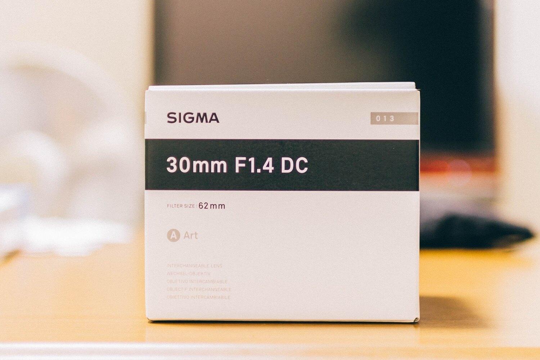 SIGMA 30mm F1.4 DC HSMの外箱