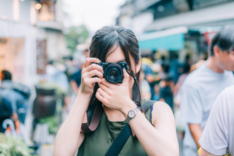 SONYのミラーレス一眼 α6000が軽くて初心者におすすめのカメラ