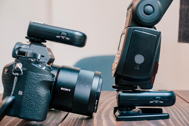 カメラ側とストロボ側につけるだけで接続が完了