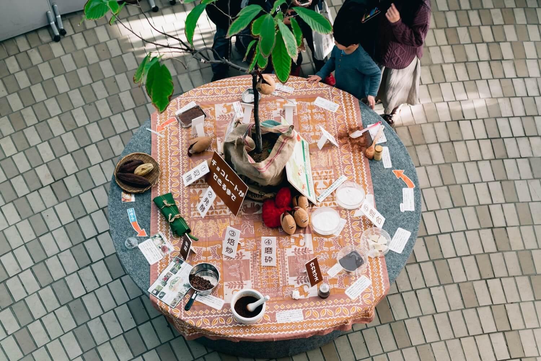 カカオからチョコレートを作る体験コーナー