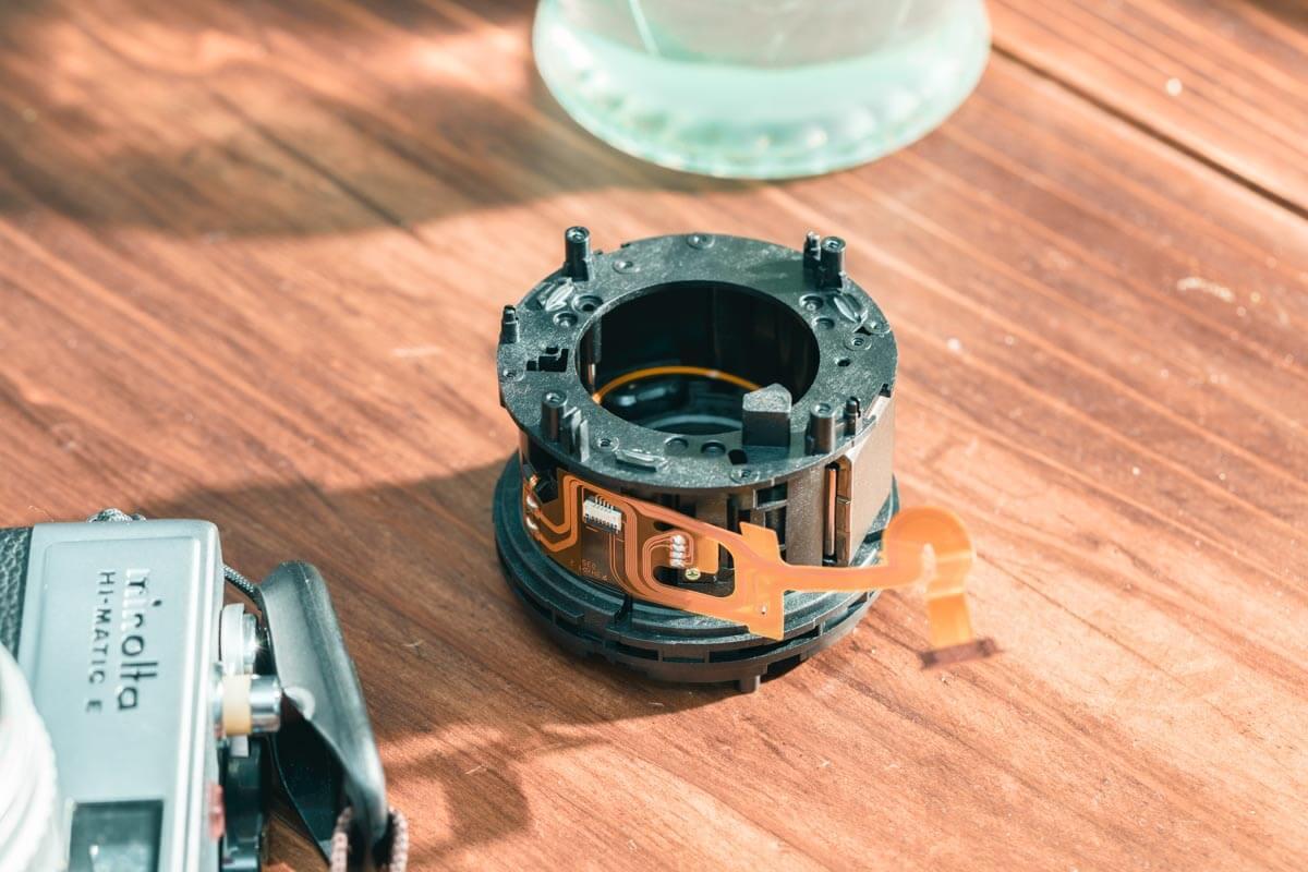 レンズ内の固定管アセンブリ