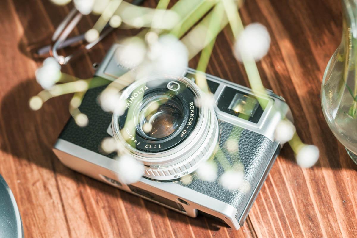 ライティングされたフィルムカメラ