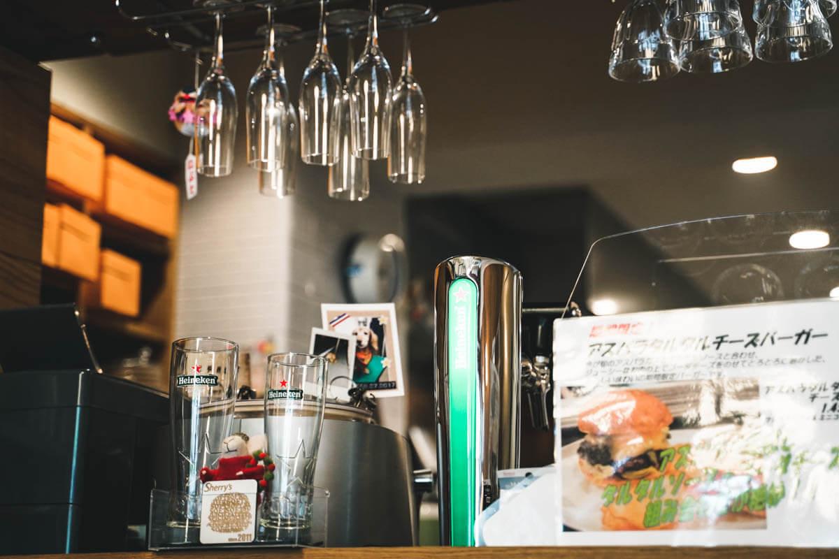 シェリーズバーガーカフェはハイネケン推し