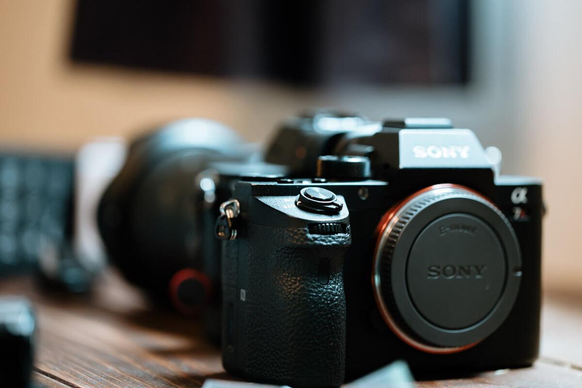 α7IIIとα7RIIIを比較。ちゃんと違いを見極めて、必要なカメラを決めました。