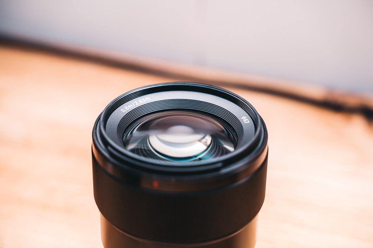 Sony 85mm F1.8 のレンズの前玉
