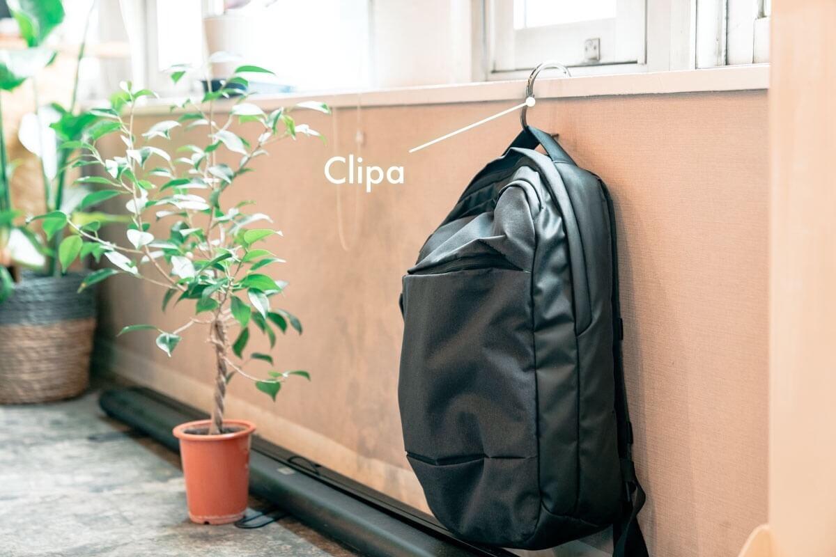 今まで買ってなかったことを後悔するバッグハンガー「Clipa」が僕の必須アイテムになりました。
