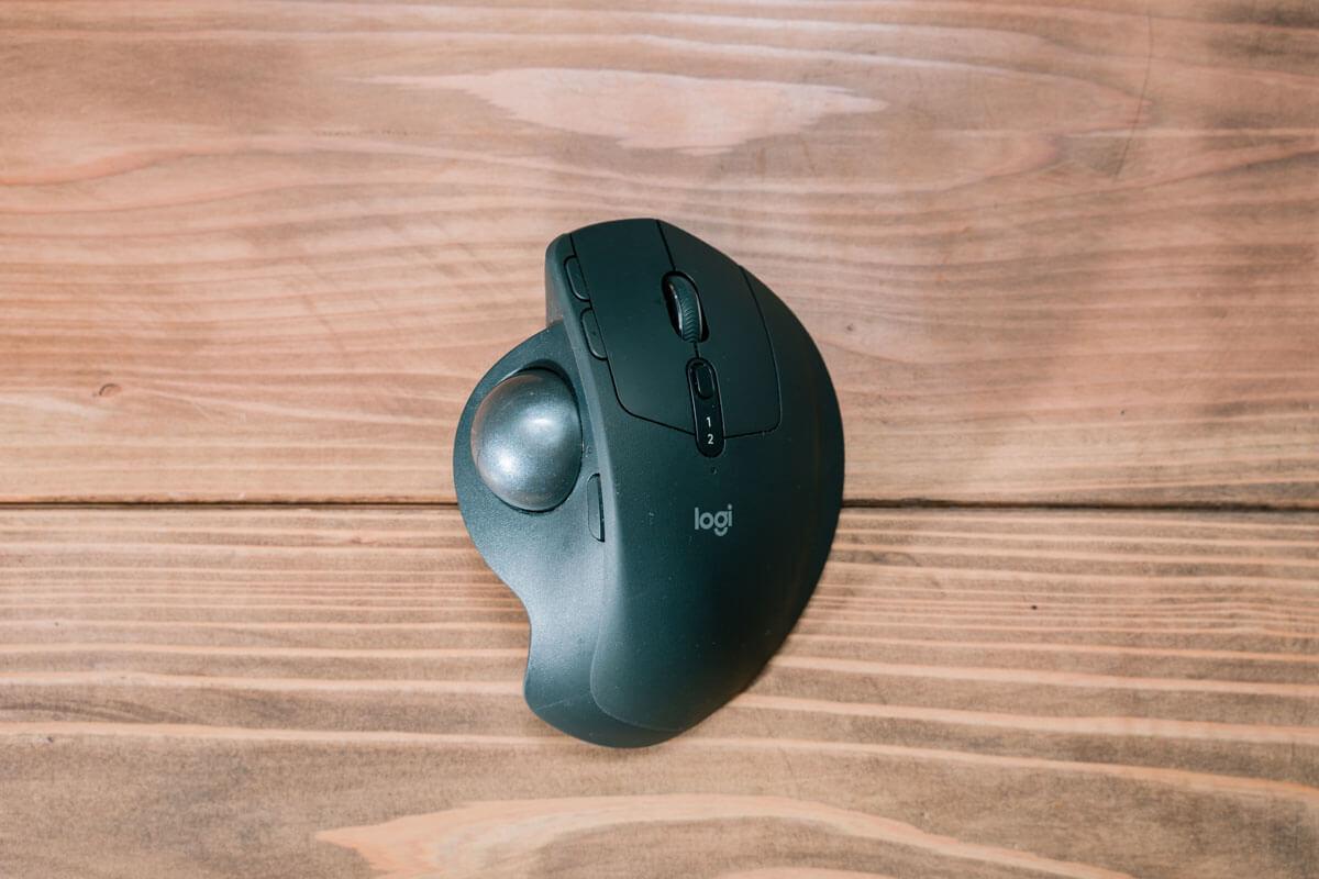 手の疲れを最小限に軽減するマウス「MX ERGO」
