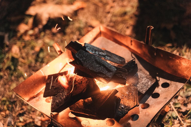十和田湖のキャンプでおこした火
