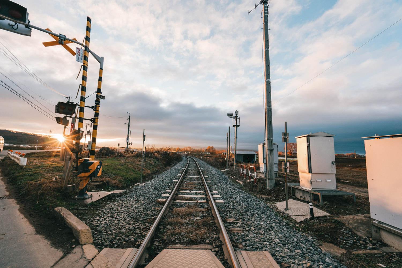 山梨で撮影した広角の線路の写真