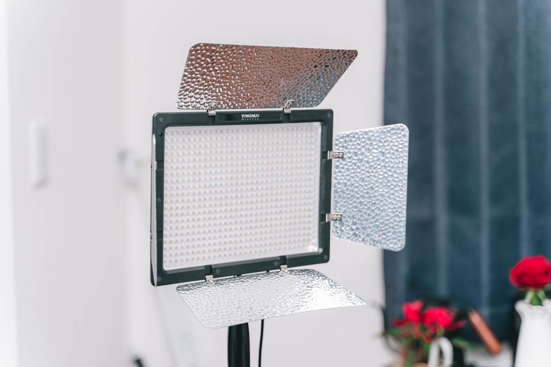 室内で使っているビデオライトYN600