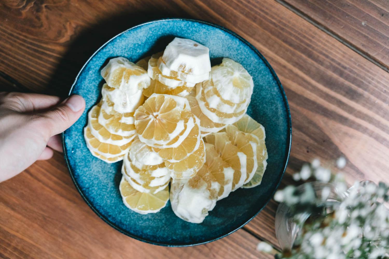 2~3mmくらいの薄さに切られたレモン