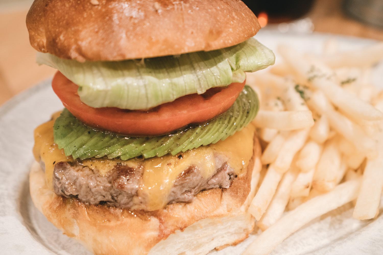 まるでコース料理を味わっているかのようなハンバーガー。